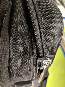 ...und auch noch ein Zipper ist defekt!
