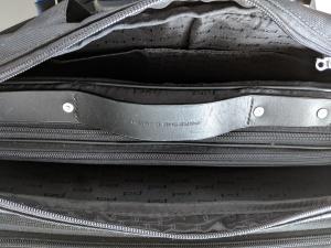 Kann es wahr sein? Eine Laptop-Tasche im Hauptfach, dass als Stauraum für einen Laptop beworben wird? Wirklich?