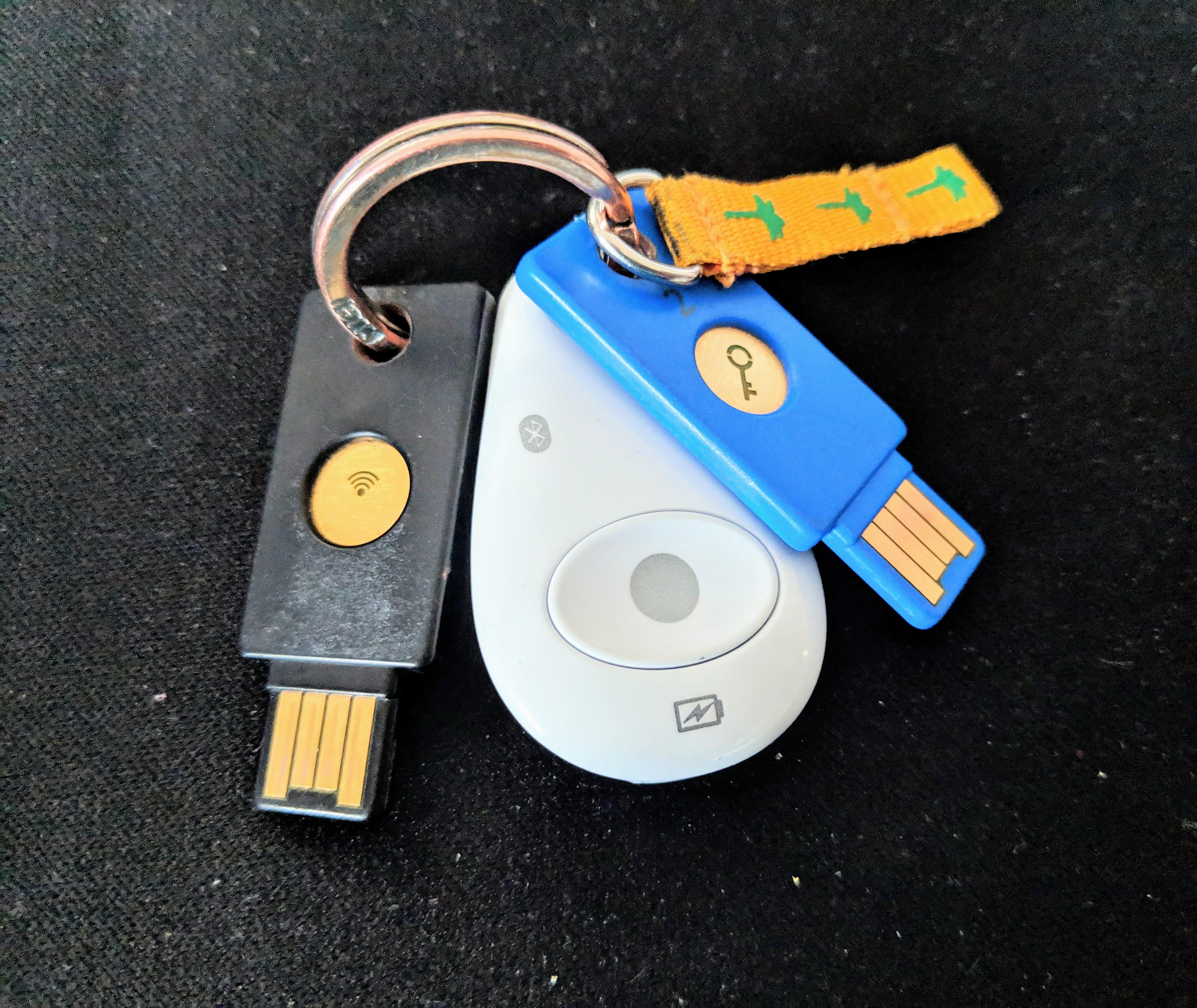 Fido-Keys in drei Ausführungen: 2x USB, 1x NFC, 1x Bluetooth - demnächst auch in Deinem Browser!