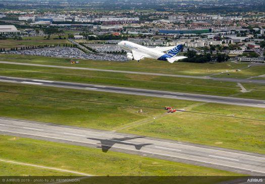 Happy Birthday Airbus! 50 Jahre - und auf dem Weg, Boeing zu überholen! Da kann man schon mal eine A380 zur Feier umlackieren und fliegen lassen! / Bild-Quelle: airbus.com
