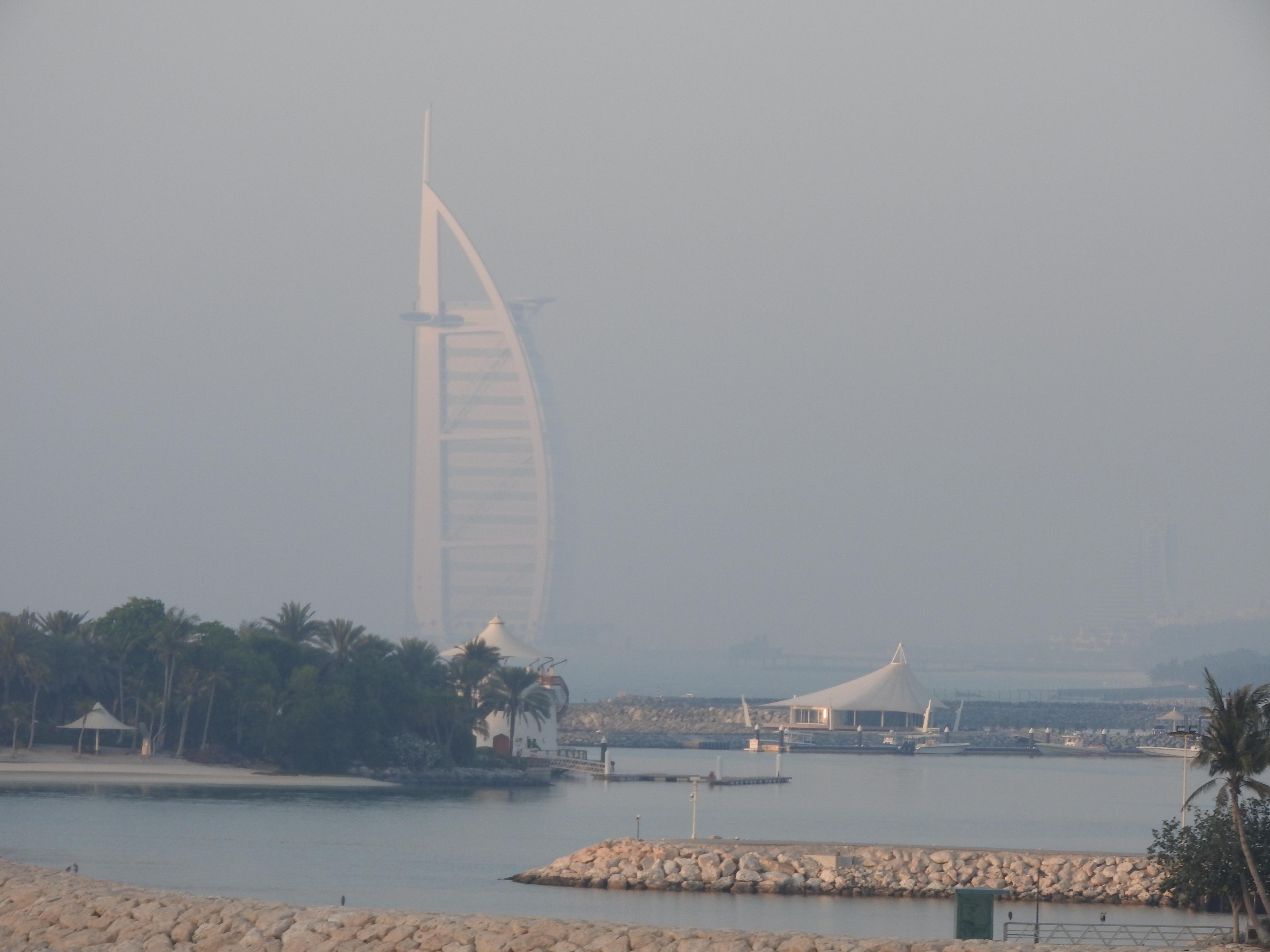 Wer hätte nicht gerne täglich meinen Ausblick von seinem Privatstrand auf The World zum Burj Al Arab? Aber so funktioniert FIRE nicht! (Und sorry: Strand finde ich einfach langweilig!) / Bild-Quelle: Privat