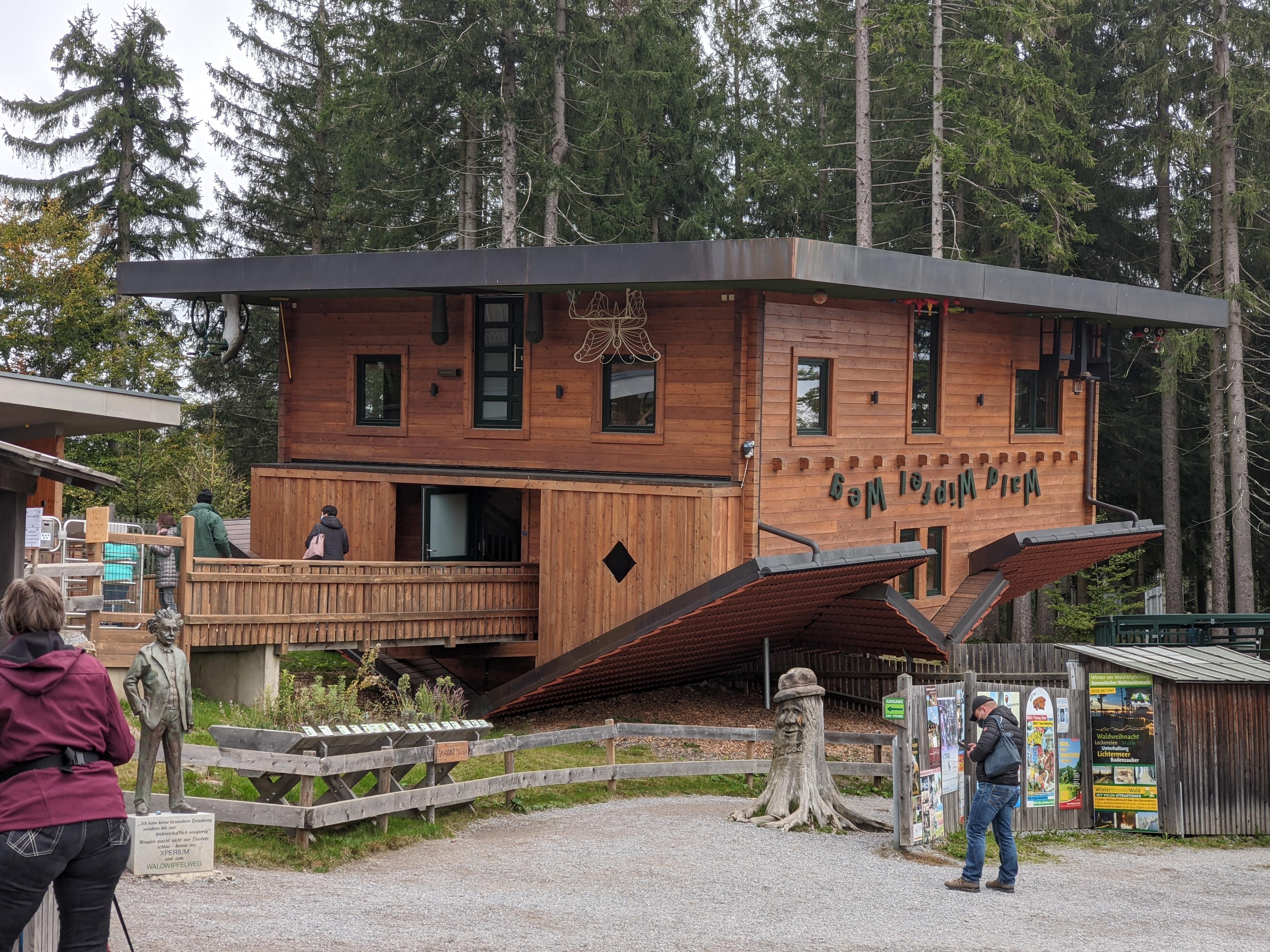 Das Haus, das durch und durch auf dem Kopf steht - kostet aber extra Eintritt! / Bild-Quelle: privat