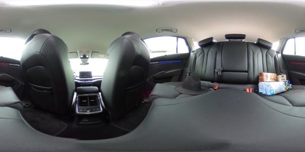 360 Grad ENYAQ von der Rückbank aus - Einkäufe bitte ignorieren! / BIid-Quelle: privat